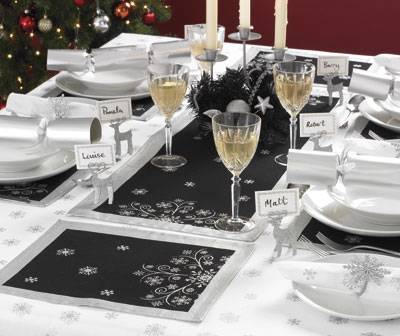 NEW-Contemporary-Black-Silver-Christmas-Snowflake-Table-Runner-Decoration-XMAS