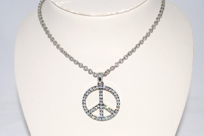 Fashion  Locations Ohio on New Fashion Bug Rhinestone Peace Sign Pendant Necklace   Ebay