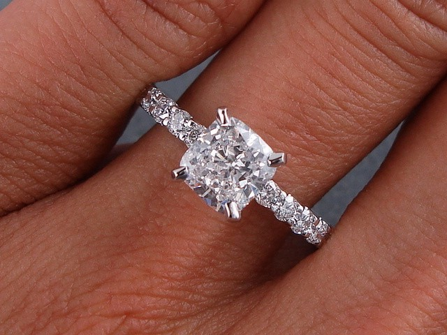 1 28 CARATS CT TW CUSHION CUT DIAMOND ENGAGEMENT RING D SI2