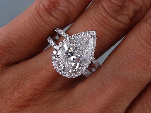 carats ct tw pear shape diamond engagement ring d si1