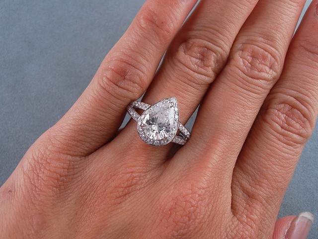 2 33 CARATS CT TW PEAR SHAPE DIAMOND ENGAGEMENT RING F SI3