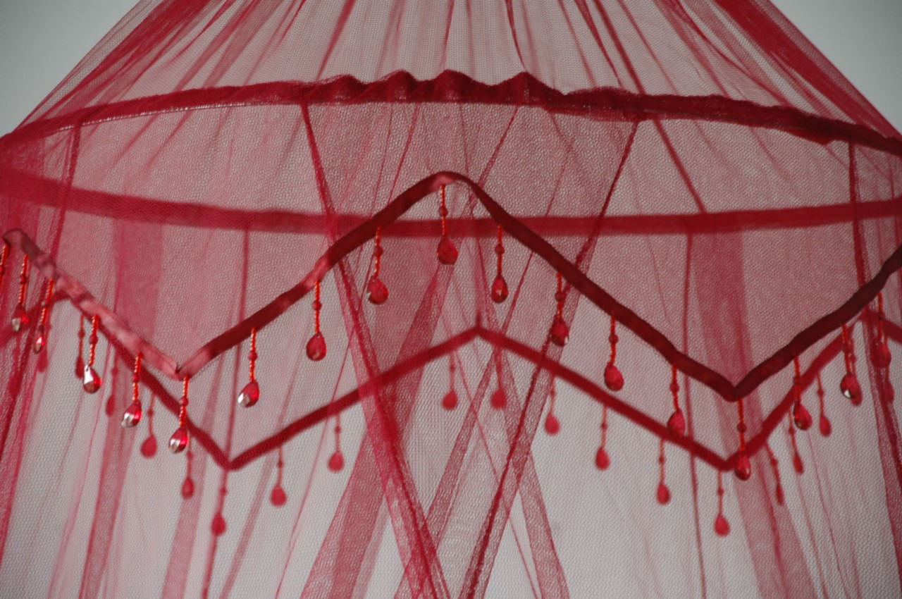 RED-WINE-MOSQUITO-NET-WITH-CUTE-BEADED-TRIM-DB-SB-NEW