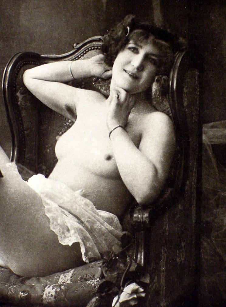 Vintage womens in nud