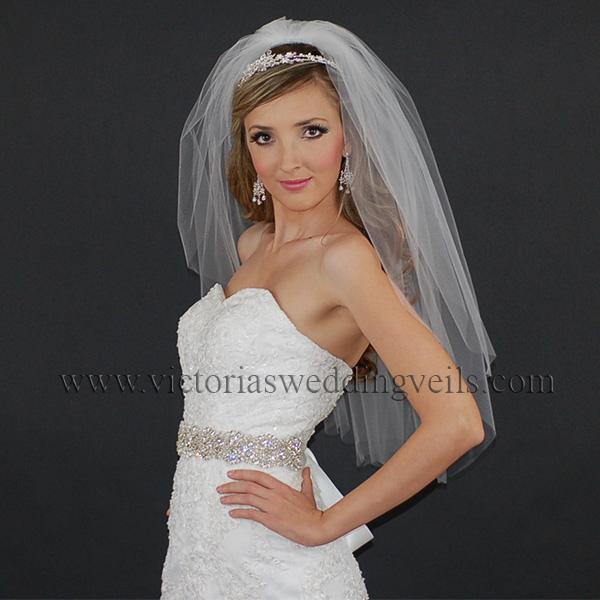 wedding veil with cut edge