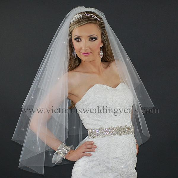 wedding veil with cut edge