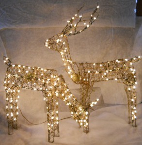 Grapevine animated feed doe buck reindeer light up for Animated lighted reindeer christmas decoration