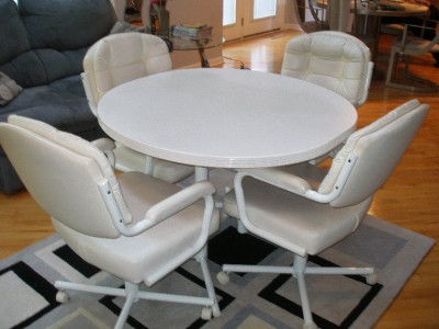 White Dinette Kitchen Dining Table Chairs Swivel Wheels Set Contemporary USED