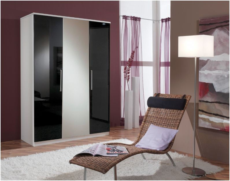 Berlin 3 door wardrobe high gloss black alpine white for Alpine high gloss bedroom furniture