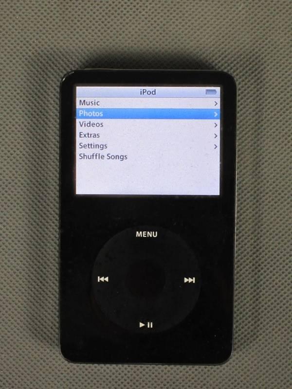 1st-Generation-iPod-Classic-30GB-Black-R