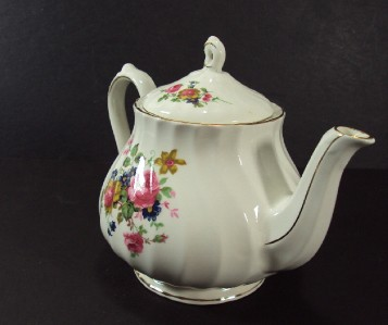 Sadler China Made in England http://www.ebay.com/itm/ANTIQUE-SADLER-ENGLAND-TEA-POT-MADE-OF-A-FINE-BONE-CHINA-/300659955524