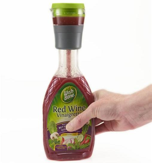 Single salad dressing container