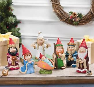 Christmas gnomes nativity scene indoor outdoor table for Gnome 3 decoration fenetre