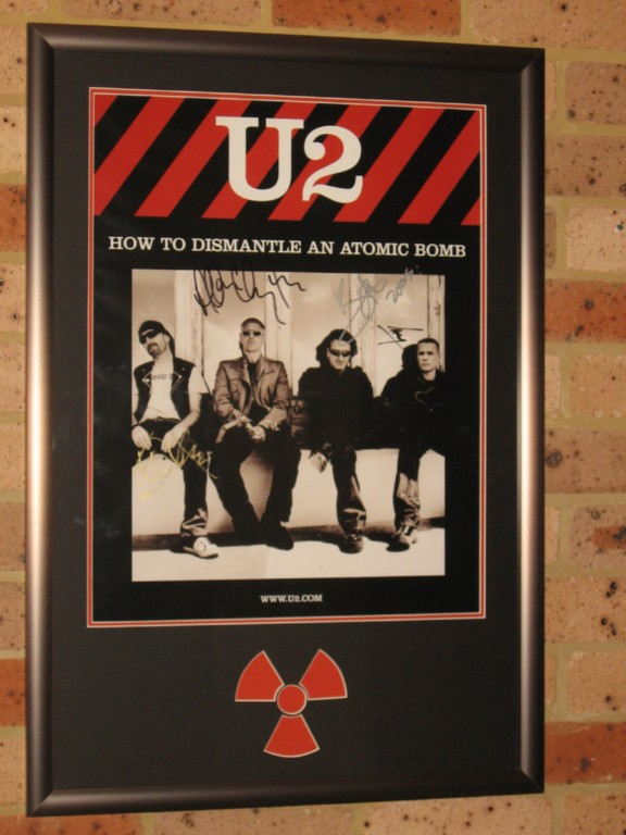 U2-FULLY-SIGNED-FRAMED-2005-PROMO-POSTER-HOW-TO-DISMANTLE-AN-ATOMIC-BOMB