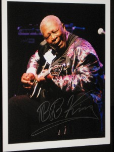 B-B-KING-HAND-SIGNED-10-BY-13-INCH-COLOUR-TOUR-PHOTO-EXTREMELY-RARE