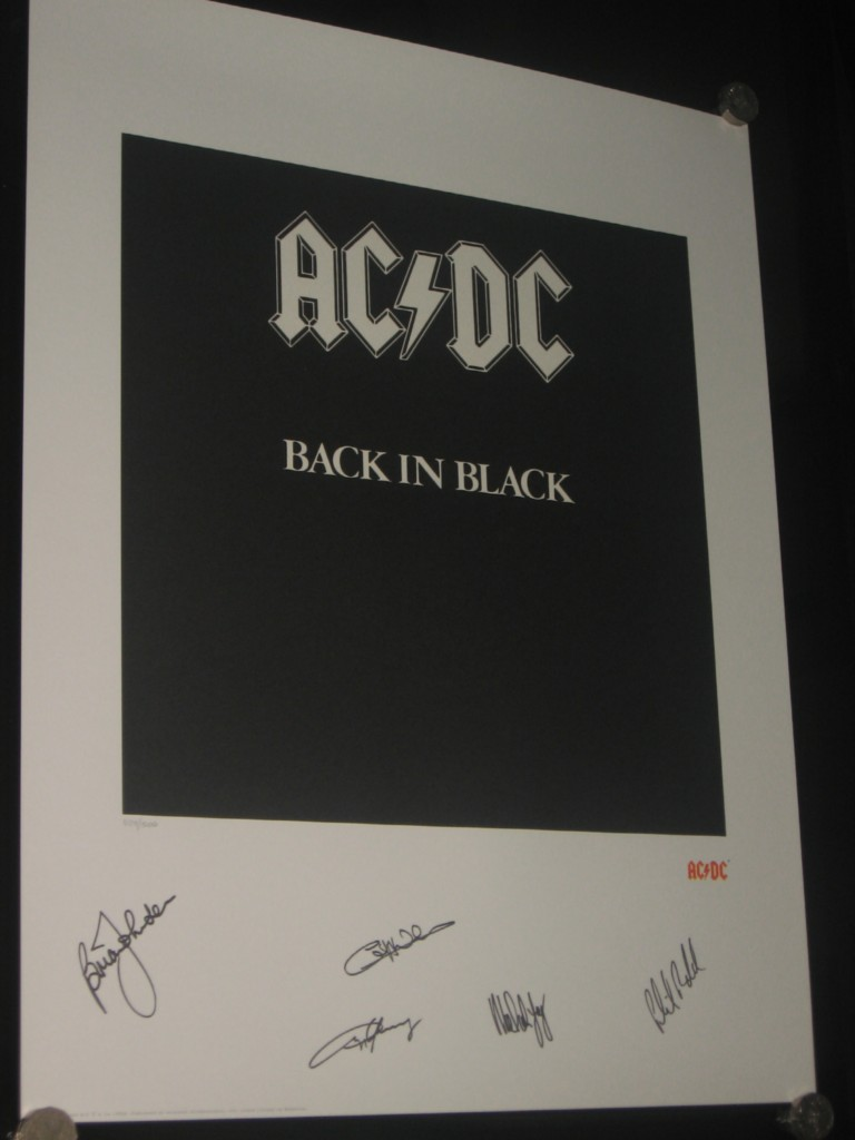 AC-DC-BACK-IN-BLACK-HAND-SIGNED-LITHOGRAPH-PHOTO-OF-SIGNING