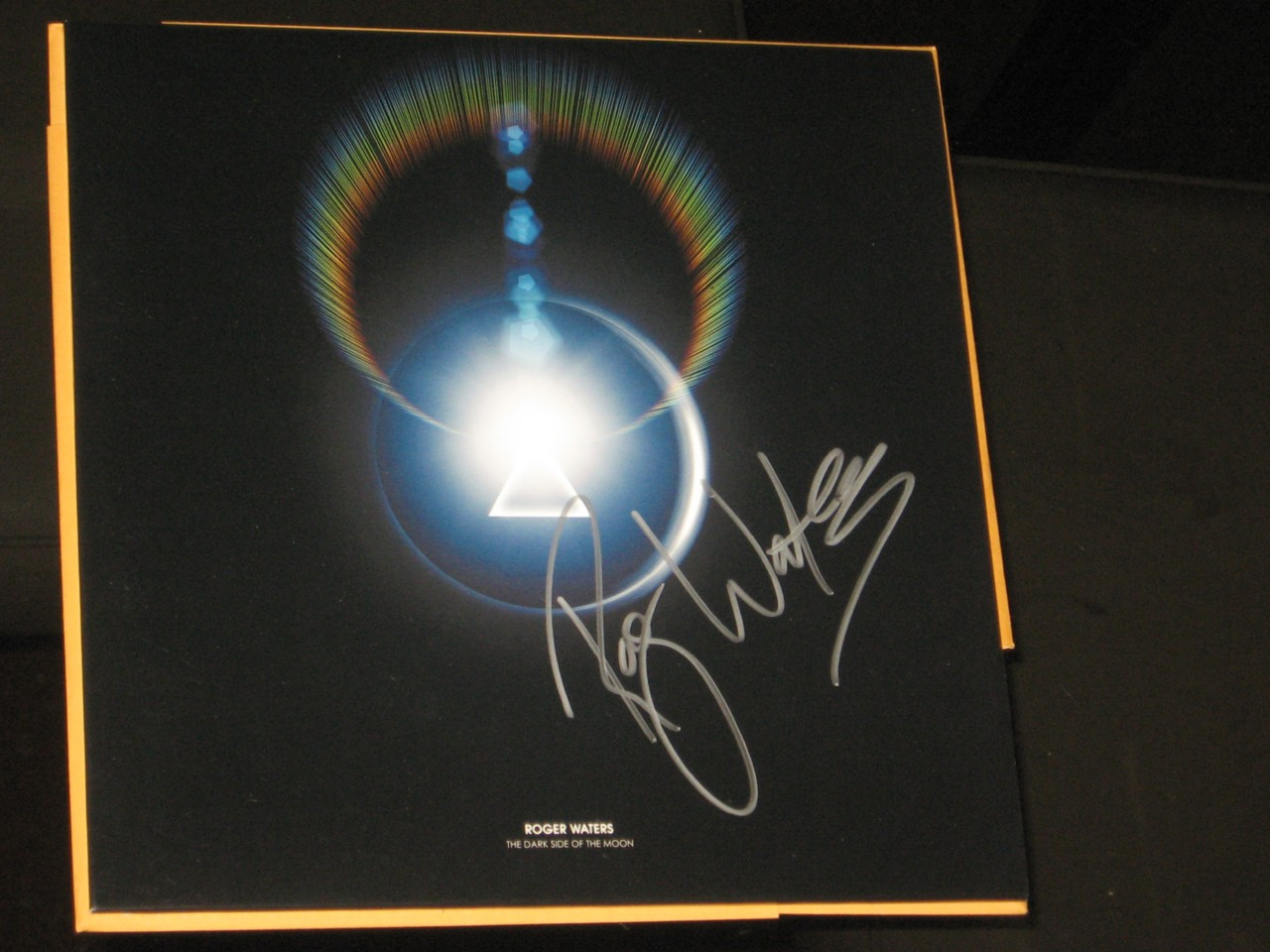 PINK-FLOYD-ROGER-WATERS-SIGNED-TOUR-BOOK-2007-DARK-SIDE-OF-THE-MOON