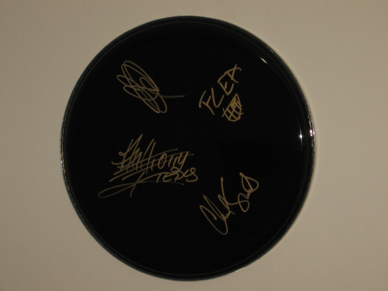 RED-HOT-CHILI-PEPPERS-FULLY-HAND-SIGNED-13-INCH-DRUMHEAD
