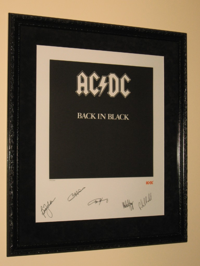 AC-DC-BACK-IN-BLACK-SIGNED-AND-FRAMED-LITHOGRAPH-PLUS-PHOTO-OF-SIGNING