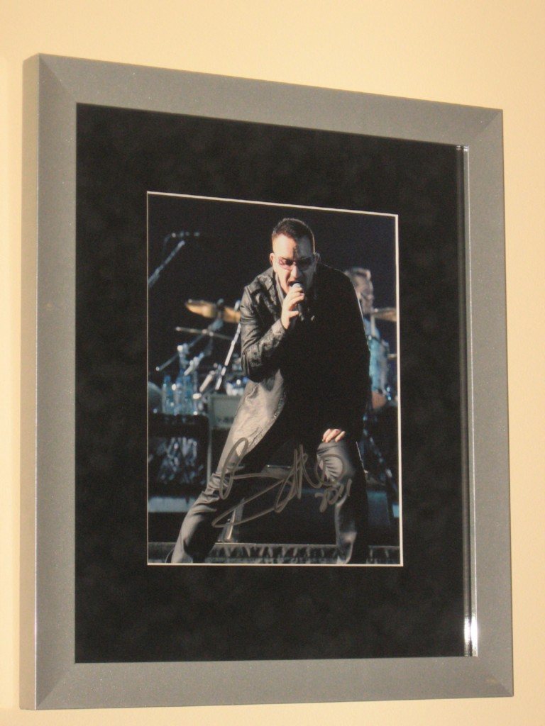 U2-SIGNED-CUSTOM-FRAMED-8-X-10-COLOUR-PHOTO-BONO-VERY-RARE