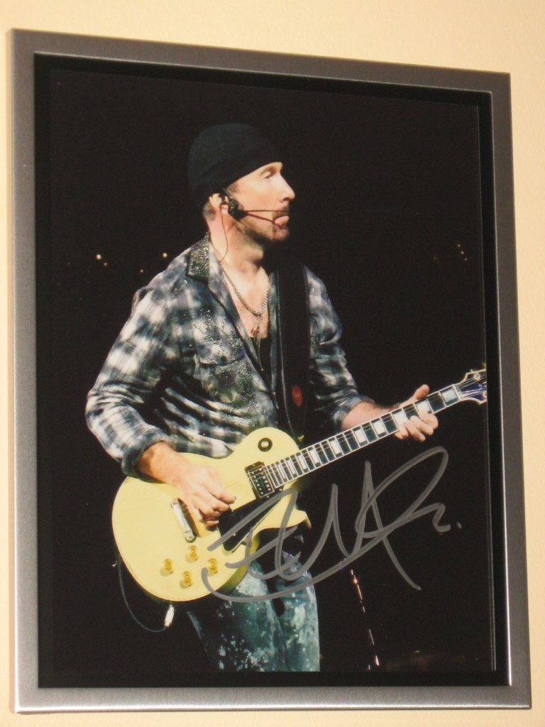 U2-SIGNED-AND-FRAMED-8-X-10-COLOUR-PHOTO-EDGE-EXTREMELY-RARE