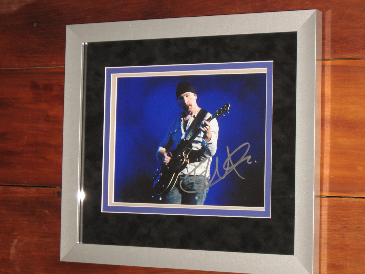 U2-SIGNED-CUSTOM-FRAMED-8-X-10-PHOTO-EDGE-VERY-RARE