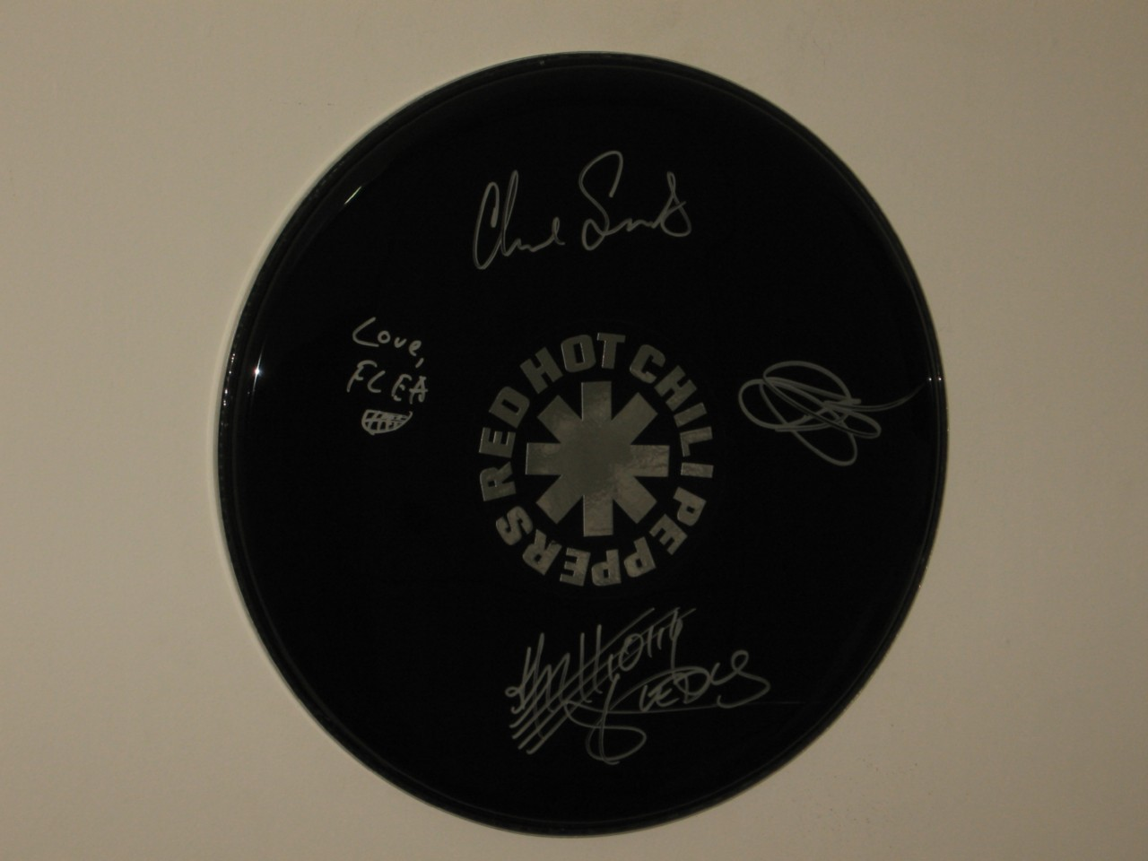 RED-HOT-CHILI-PEPPERS-HAND-SIGNED-LOGO-STYLE-16-INCH-DRUMHEAD-VERY-RARE