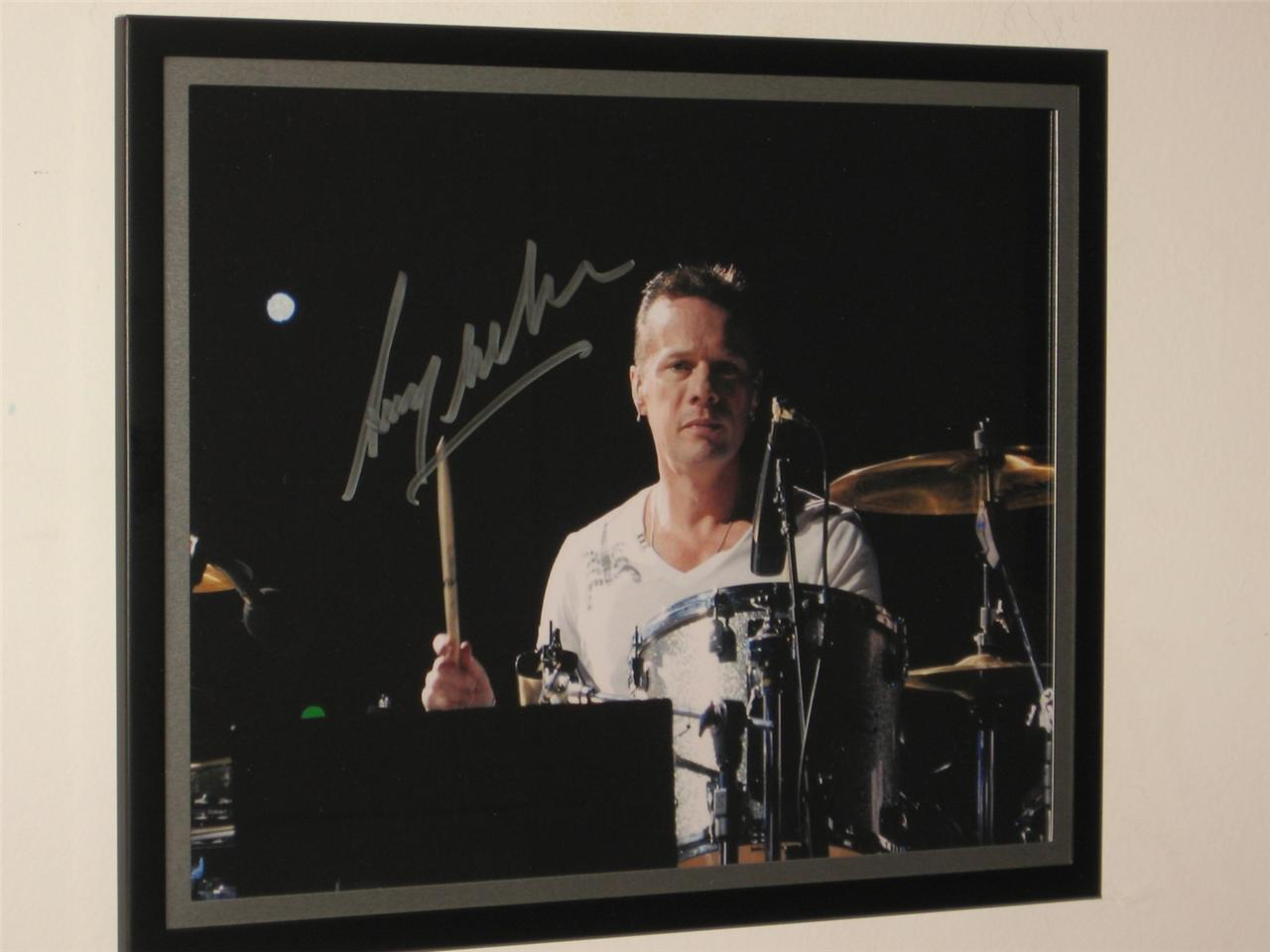 U2-SIGNED-AND-FRAMED-LARRY-MULLEN-JR-8-X-10-COLOUR-PHOTO-RARE