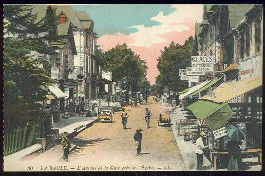 LA BAULE, FRANCE, L'AVENUE DE LA GARE, Postcard