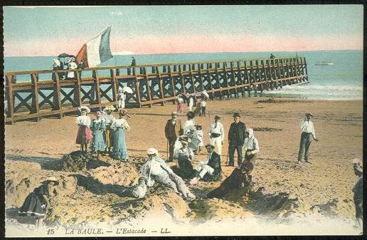 BEACH SCENE AT LA BAULE, FRANCE L'ESTACADE, Postcard