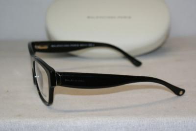 designer frame glasses  eyeglasses have a