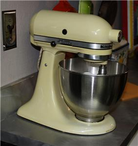 vintage classic kitchenaid hobart k45 stand mixer bowl 3 attachments yellow ebay. Black Bedroom Furniture Sets. Home Design Ideas