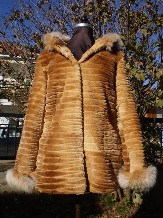sheared beaver fur coat beige with fox trim