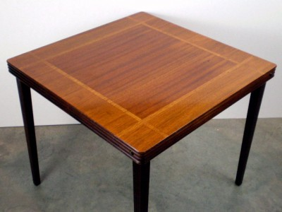Vintage castlewood inlaid mahogany oak wood card table for Foldable beauty table