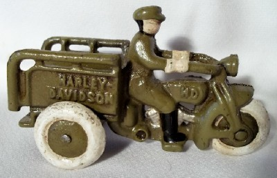 CAST IRON GREEN HARLEY DAVIDSON TOY CRASH CAR MOTORCYCLE 3 WHEELED HD