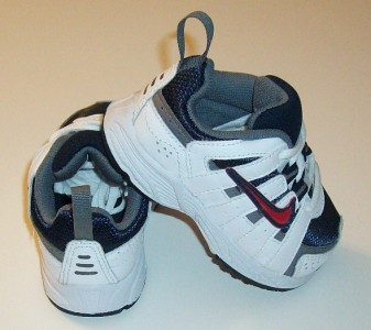 Baby boys NIKE shoes size 4 NEW
