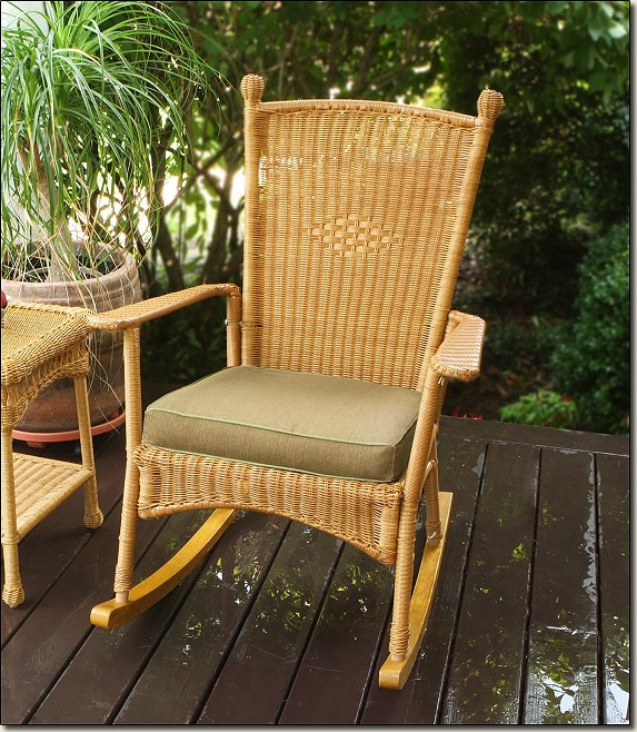 Outdoor Porch Patio Furniture Amber Classic Light Wicker Rocker With Cushion NEW