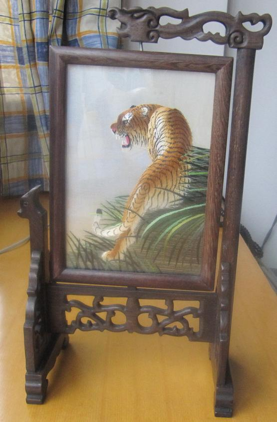 China folk art double-sided embroidery tiger mini-screen