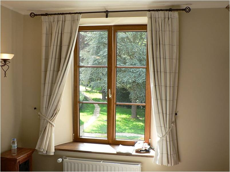 Thumbnail - Curtains rail with metal finials and black curtain rings
