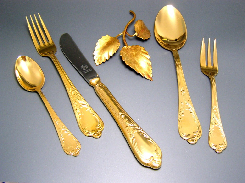 23 24 carat hard gold plated gold solingen cutlery for 12 people 69 pieces ebay. Black Bedroom Furniture Sets. Home Design Ideas