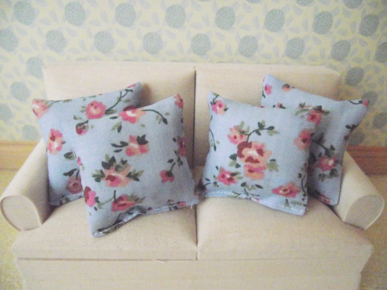 Miniature Doll House Sofa Scatter Cushion Set 12th Scale