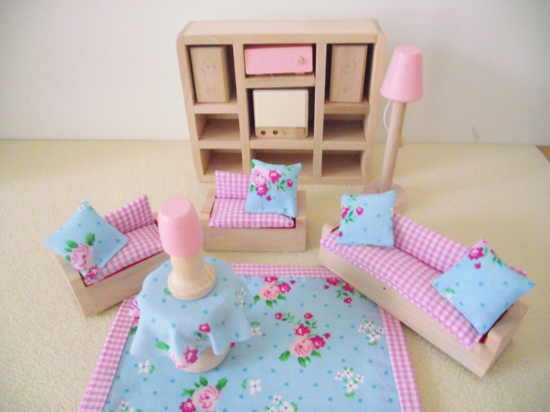 Miniature Childrens Luxury Wooden Doll House Furniture Sofa Couch Shabby Chic