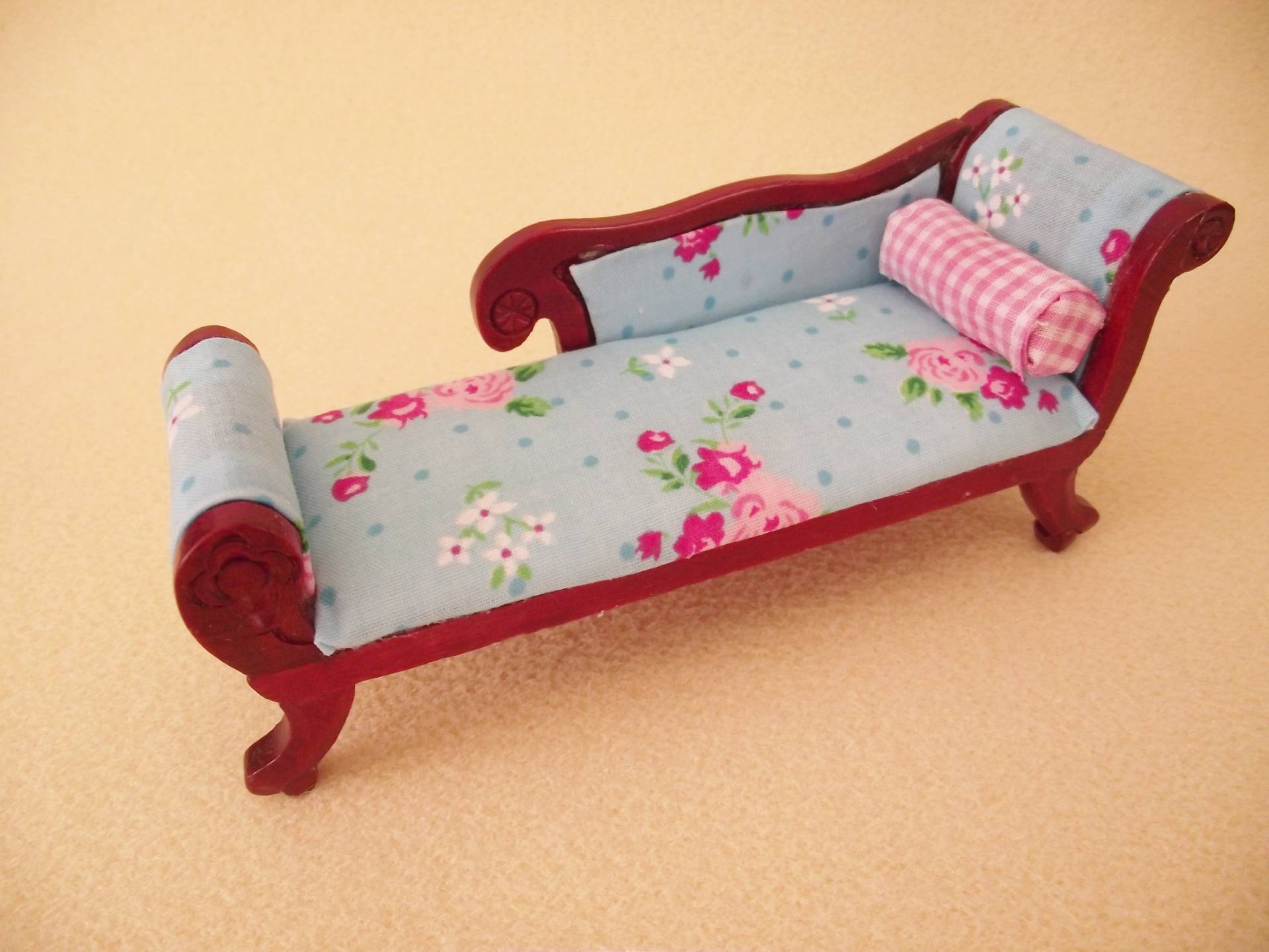 MINIATURE DOLL HOUSE 12TH SCALE WOODEN FURNITURE SHABBY CHIC CHAISE LOUNGE