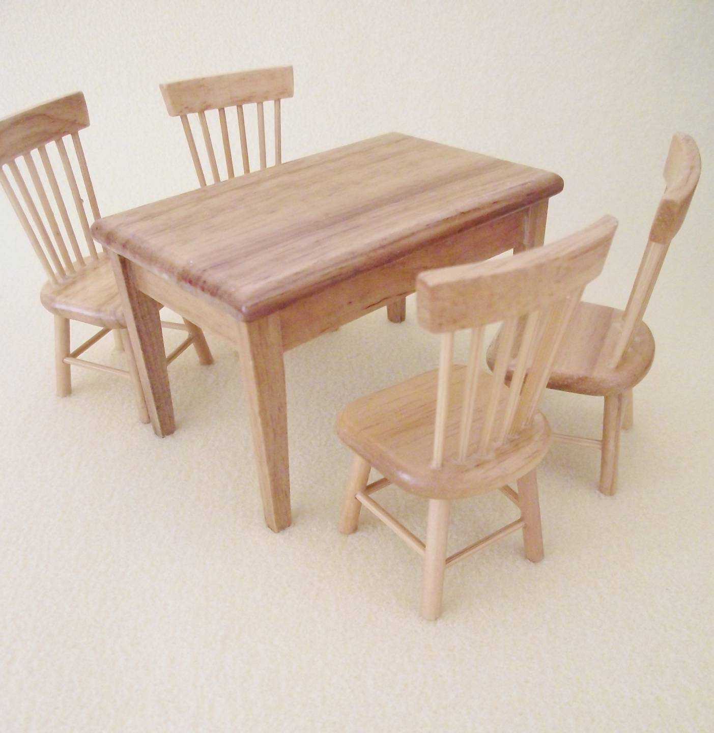 MINIATURE-DOLLS-HOUSE-12TH-SCALE-FURNITURE-KITCHEN-TABLE-AND-4-CHAIRS-LIGHT-OAK