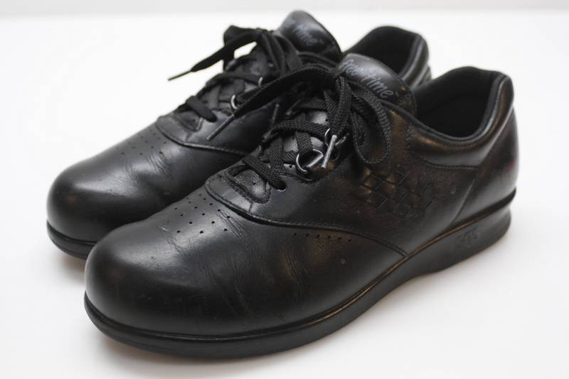 euc sas free time black leather lace up comfort