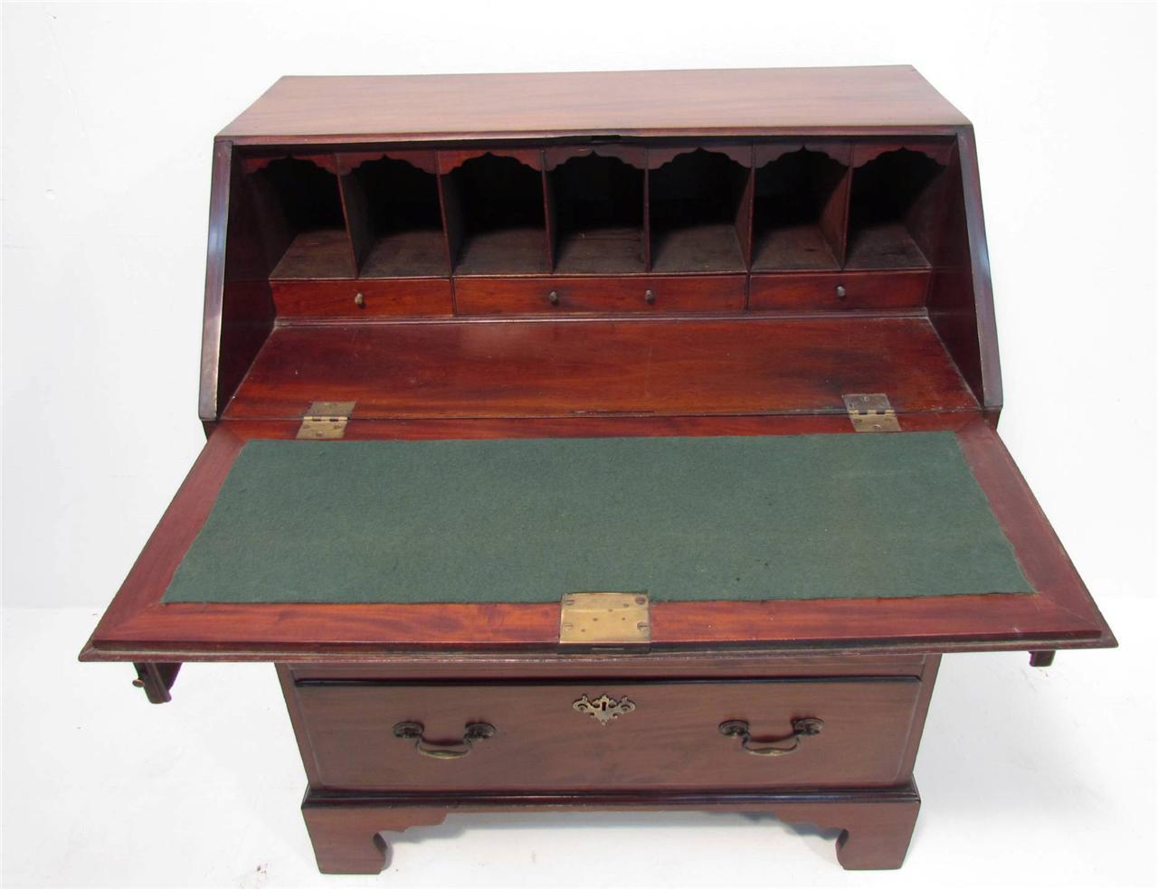 a good georgian flamed mahogany bureau desk of small proportions ebay. Black Bedroom Furniture Sets. Home Design Ideas