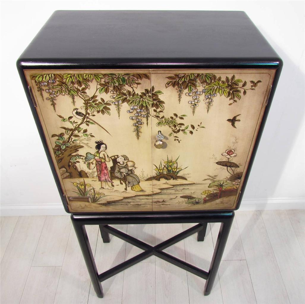 An Antique Decorative Chinese Hand Painted Cabinet On