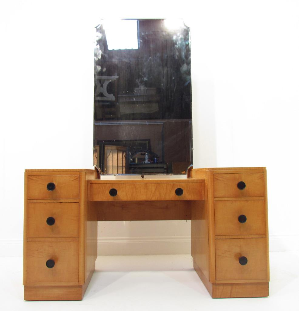 A good antique art deco light maple wood dressing table for Dressing table with lights