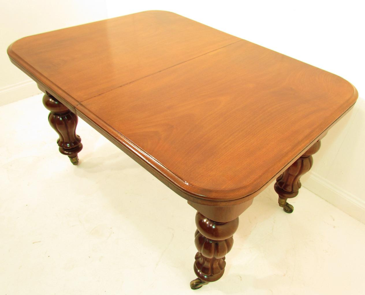 Antique 19 Th C Flamed Mahogany Pull Out Dining Table With