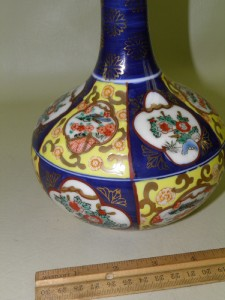 ANTIQUE HAND PAINTED ASIAN / ORIENTAL VASE CHARACTER SIGNED