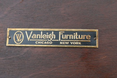 Chicago Furniture on Vanleigh Furniture Chicago New York Mahogany Pair Of End Tables